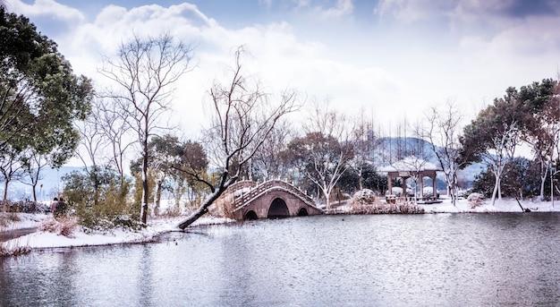 Aan het meer in central park, new york city