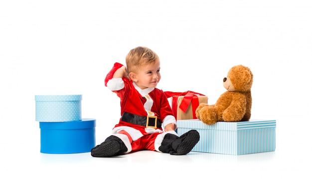 Aanbiddelijk kleedde weinig baby zich als kerstman bij kerstmispartijen