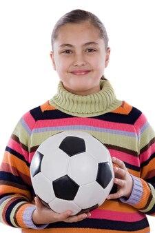 Aanbiddelijk studentenmeisje met voetbalbal op a over witte achtergrond