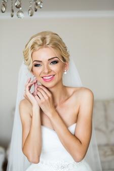 Aanbiddelijke bruidvoorbereiding