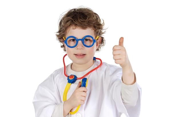 Aanbiddelijke toekomstige arts a over witte achtergrond