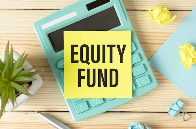 Aandelenfonds tekst in papier. financieel forex zakelijk grafiekrapport