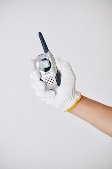 Aannemer met walkietalkie