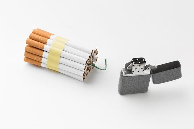 Aansteker en sigaretten met fitil