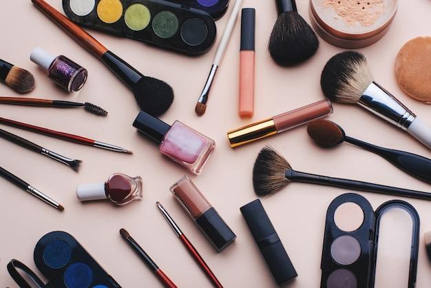 Aantal vrouwelijke cosmetica voor oog make-up