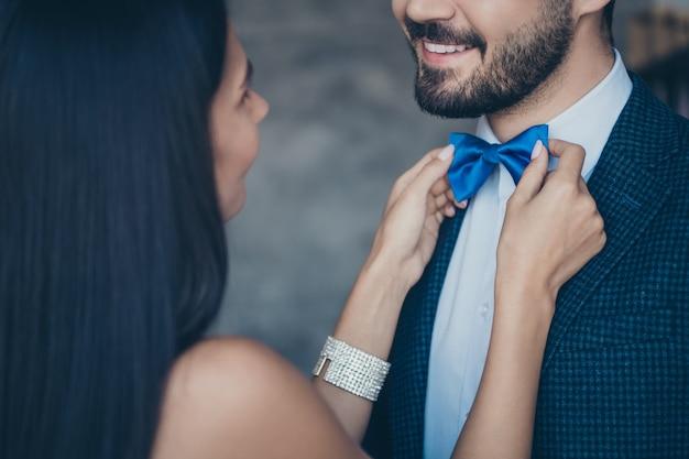 Aantrekkelijk betoverend paar dat samen stelt