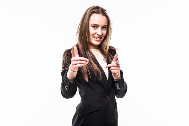 Aantrekkelijk professioneel meisje draagt zwarte jurk suite toont op jou geïsoleerd op een witte.