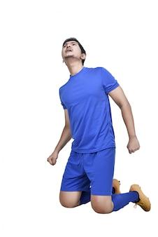 Aantrekkelijke aziatische voetballer met vieren expressie
