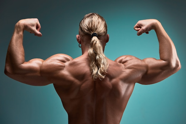 Aantrekkelijke mannelijke bodybuilder