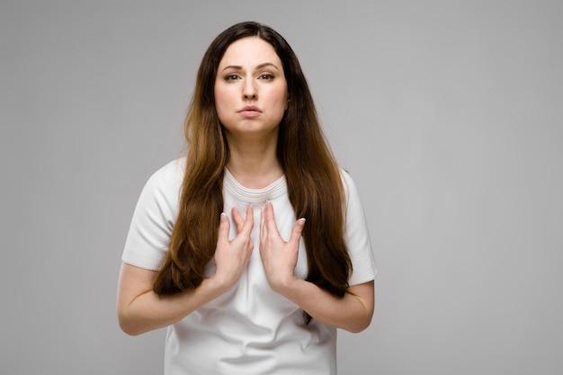 Aantrekkelijke vrouw met overgewicht
