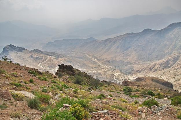 Aard van het hejaz-gebergte dichtbij de stad taif in de provincie mekka, saoedi-arabië