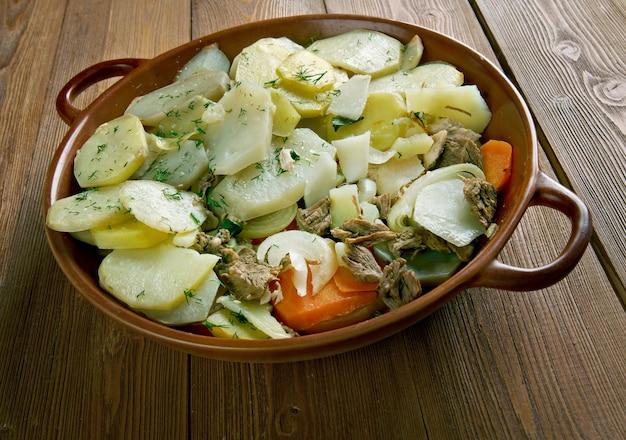 Aardappel musaka - populair gerecht in de balkan en de middellandse zee