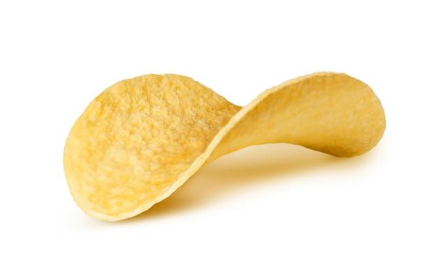 Aardappelchips geïsoleerd op een witte achtergrond. macrobeeld
