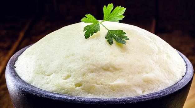 Aardappelpuree, aardappelcrème in rustieke keuken