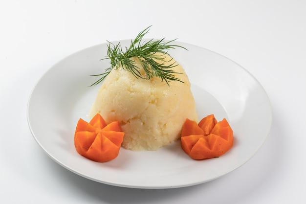 Aardappelpuree met wortelrozen