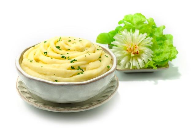 Aardappelpuree romig heerlijk bijgerecht decoratie gesneden groenten zijaanzicht