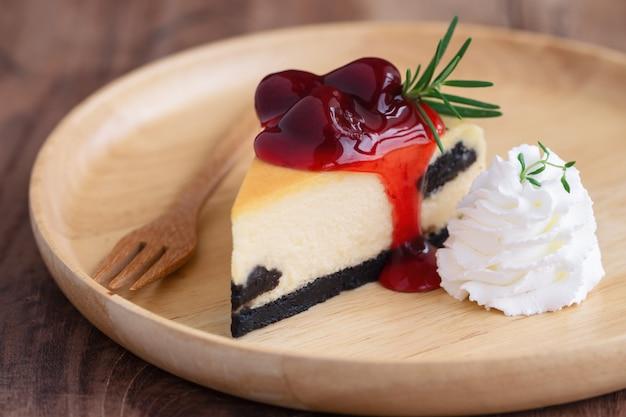 Aardbei new york cheesecake met slagroom