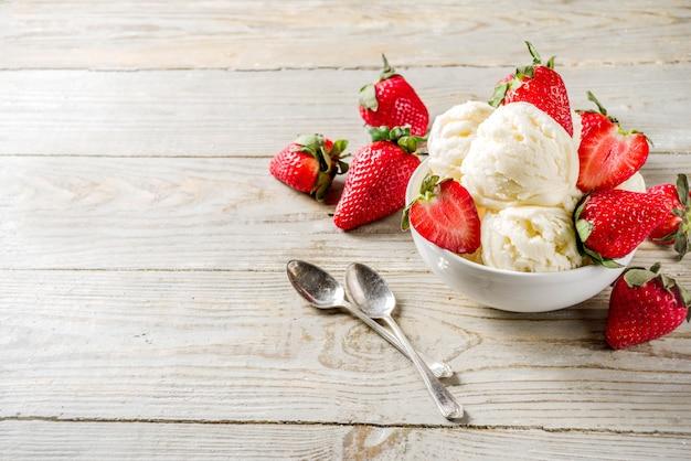 Aardbei vanille-ijs