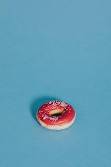 Aardbeien geglazuurde donut