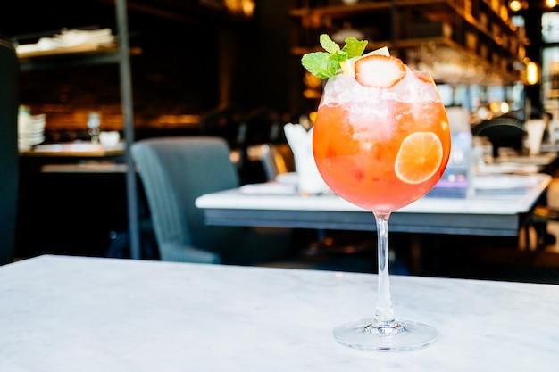 Aardbeien passie fruit cocktails drinken glas