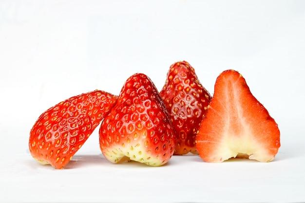 Aardbeien snijden in hald