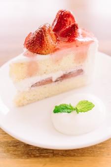 Aardbeiencrème cake