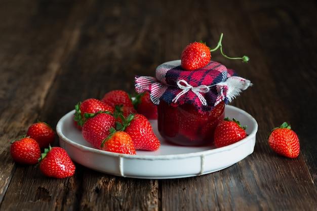 Aardbeienjam van verse aardbeien