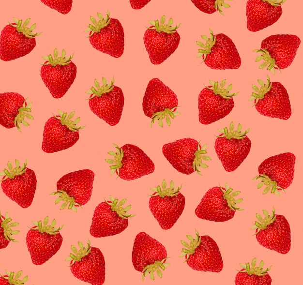 Aardbeienpatroon op rode achtergrond