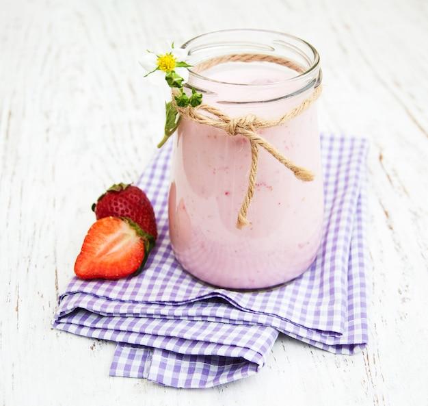 Aardbeienyoghurt met verse aardbeien
