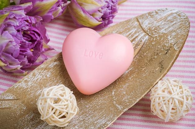 Aardbeienzeep in de vorm van een hart