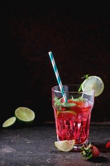Aardbeilimonade in een glas