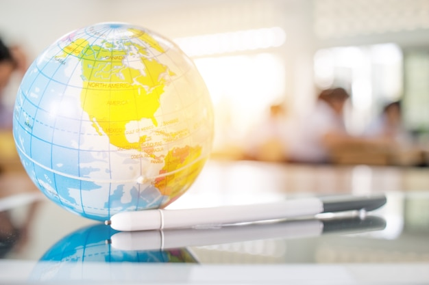 Aardbolmodel, amerika-kaarten in global ball zetten op tablet