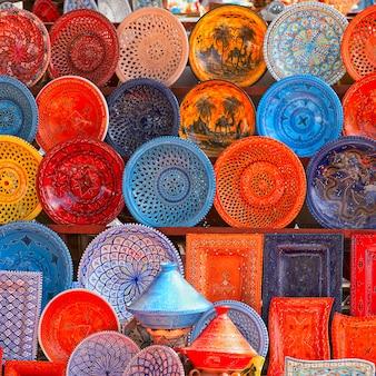 Aardewerk in tunesische markt