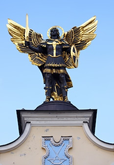 Aartsengel michael standbeeld, kiev