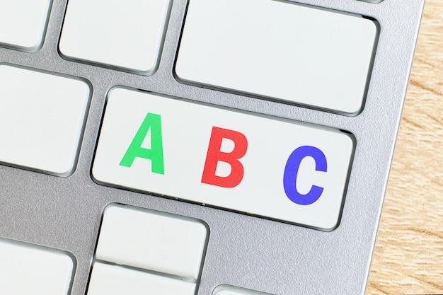 Abc of schoolonderwijsconcept op toetsenbordknoop