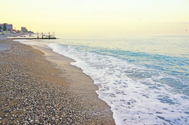 Abchazië, stad van gagra, strand, zomer, zonsopgang.