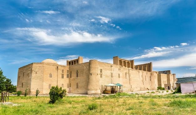 Abdullah khan madrasah in bukhara, oezbekistan. centraal-azië