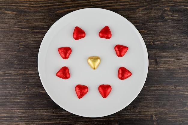 Abstract chocoladesuikergoed in hartvormen