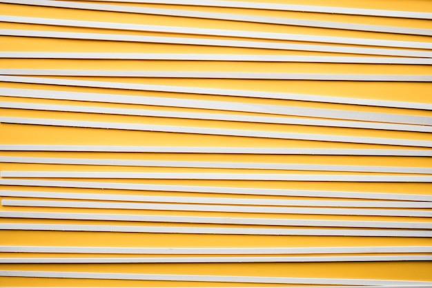 Abstract houten patroon op gele achtergrond. creativiteit concept idee