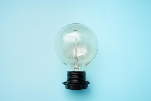 Abstract nieuwe oplossingen ontdekken, frisse gedachten denken ideeën, gloeilamp geeft glans, idee popping out concept, elektriciteit hongerige uitvindingen, verlichting donkere plaatsen