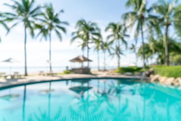 Abstract onscherpte bed zwembad rond zwembad in luxe hotelresort