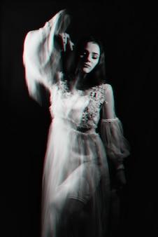 Abstract portret van een meisje met psychische stoornissen en schizofrene ziekten