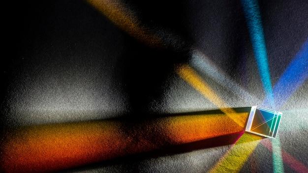 Abstract regenboog steekt prisma-effect aan