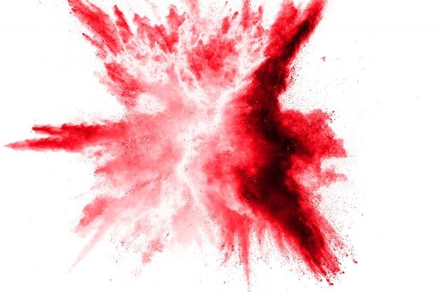 Abstract rood spetterde stof. rode poederexplosie. veegbeweging van rode deeltjes spatten.