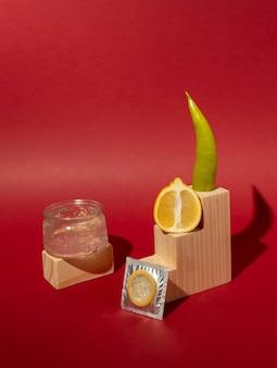 Abstract seksuele gezondheidsassortiment met voedsel