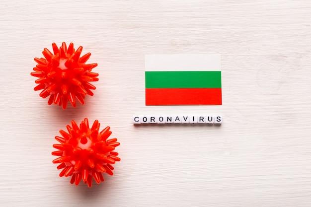 Abstract virusstammodel van 2019-ncov midden-oosten respiratoir syndroom coronavirus of coronavirus covid-19 met tekst en vlag bulgarije op wit