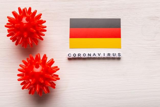 Abstract virusstammodel van 2019-ncov midden-oosten respiratoir syndroom coronavirus of coronavirus covid-19 met tekst en vlag duitsland op wit
