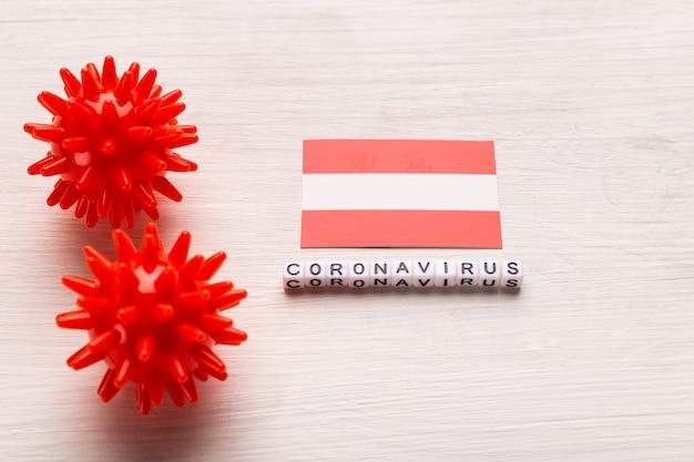 Abstract virusstammodel van 2019-ncov midden-oosten respiratoir syndroom coronavirus of coronavirus covid-19 met tekst en vlag oostenrijk op wit