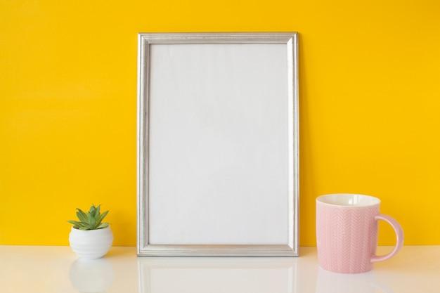 Abstract wit frame met keramische kop