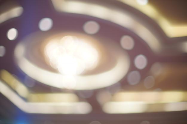 Abstract wit onduidelijk beeld en bokeh in luxehuis